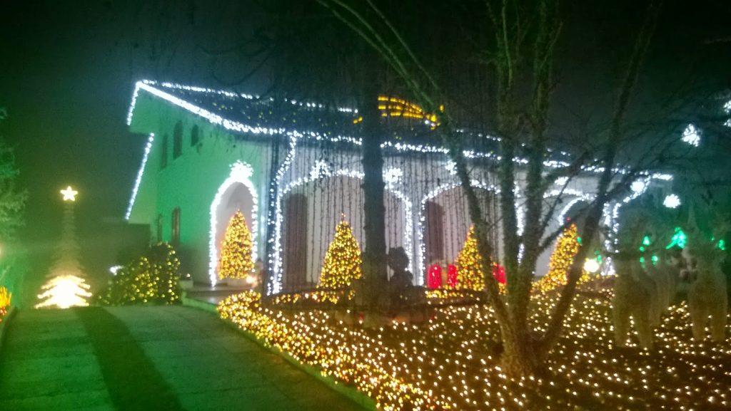 Case Di Campagna Addobbate Per Natale : La casa di babbo natale a melegnano viaggi e delizie