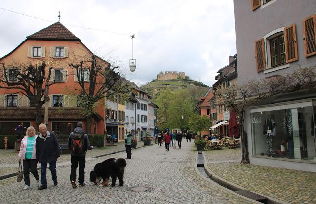 Staufen - Città vecchia e vista sulle rovine del castello