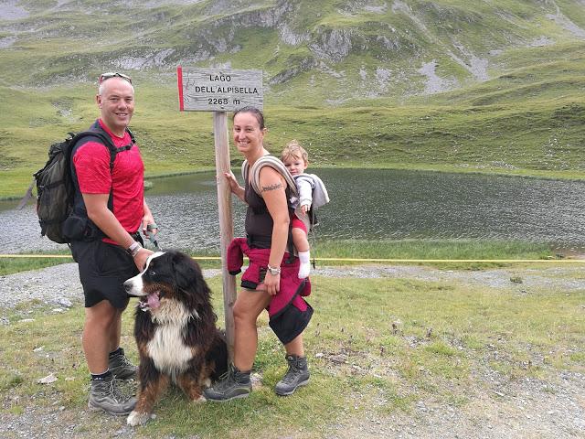 Lago dell'Alpisella raggiunto dalla famiglia al completo!
