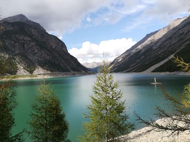 Lago di Livigno in una estate molto siccitosa